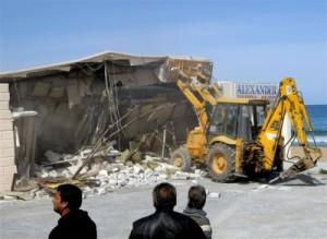 Αυθαίρετα Κατεδαφίστηκαν 20 αυθαίρετες κατασκευές σε παραλίες της Αχαΐας