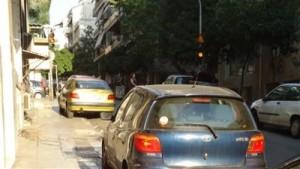 Πολεοδομία Σε υπαίθρια parking μετατρέπονται πεζοδρόμια και παρόδιες στοές